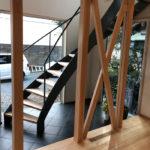 筋交と曲面階段